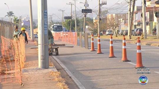Avenida onde trabalhador morreu após deslizamento de terra é interditada para obras