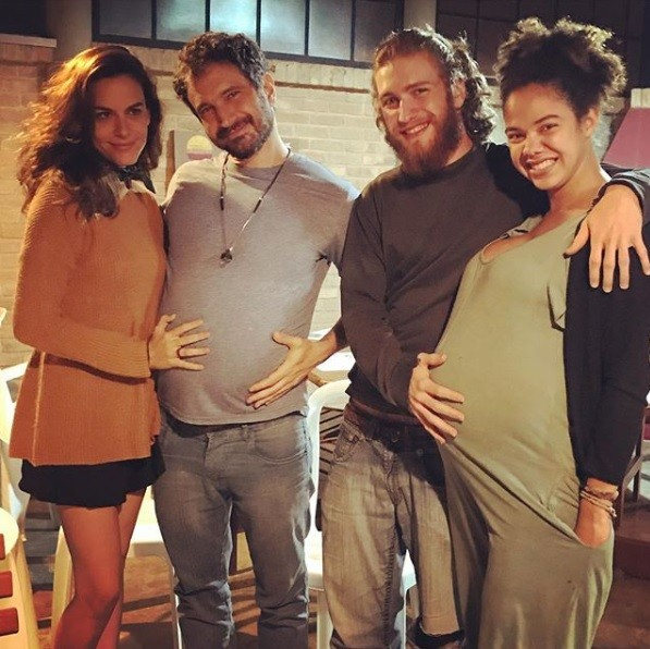 Caco Ciocler com a namorada Luisa Micheletti, e o filho dele, Bruno, com a mulher (Foto: Reprodução / Instagram)