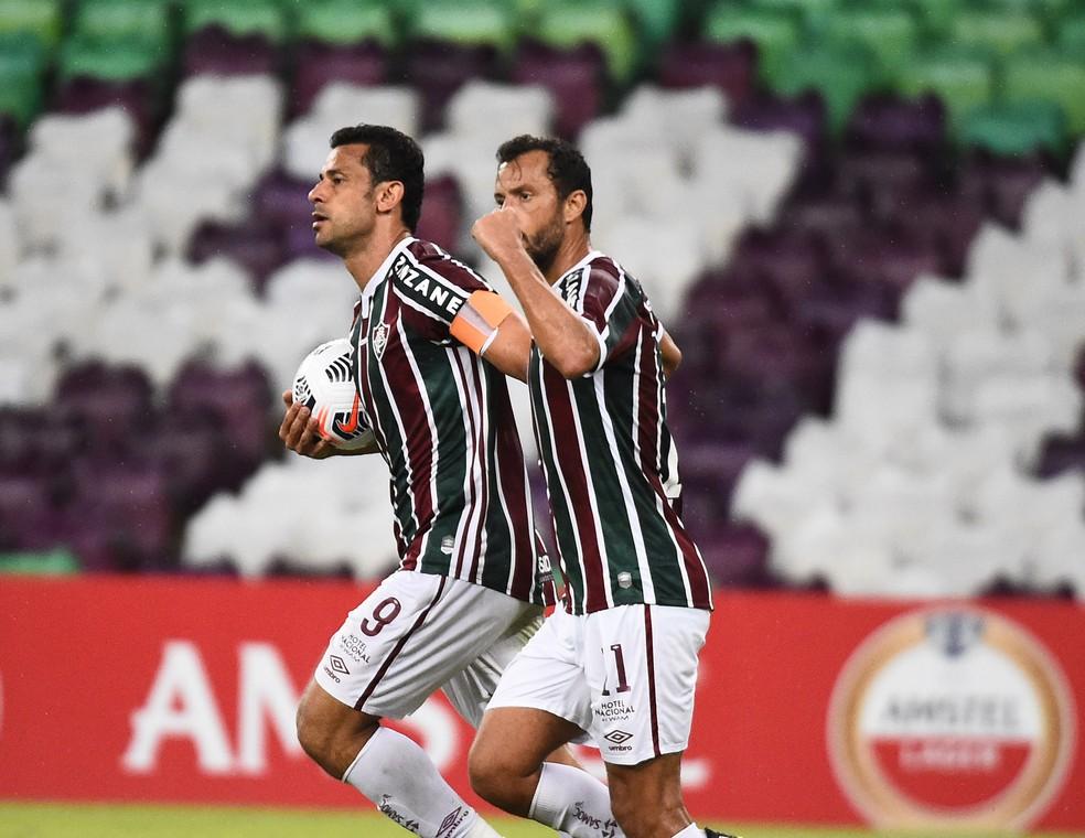 Fred e Nenê em Fluminense x Santa Fe, na Libertadores — Foto: André Durão