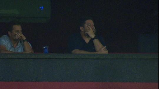 Da tribuna, Barroca vê Atlético-GO pouco inspirado tropeçar e perde peças importantes para estreia