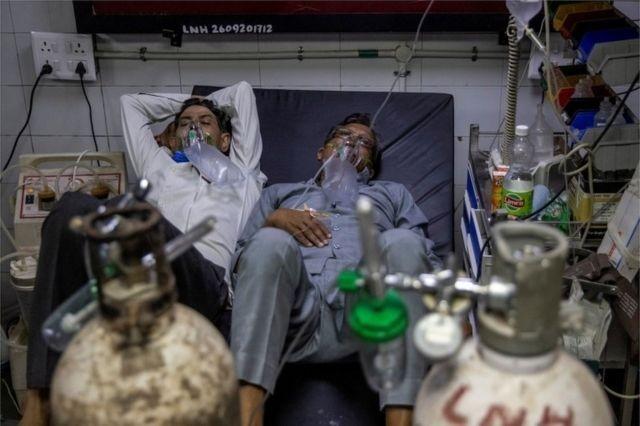 Covid: Por que infecções pelo coronavírus explodiram na Índia
