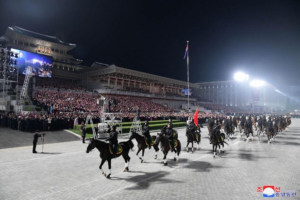 Imagem de desfile na Coreia do Norte em 9 de setembro de 2021 — Foto: Stringer/KCNA Via KNS/Via AFP