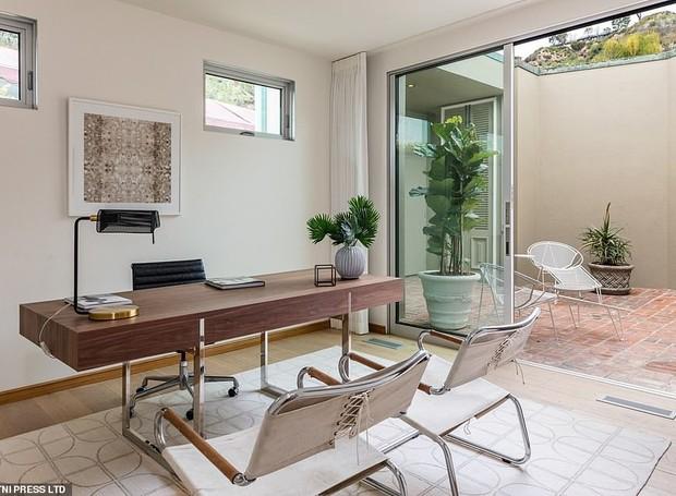 O escritório também é moderno e minimalista (Foto: MLS/ Reprodução)