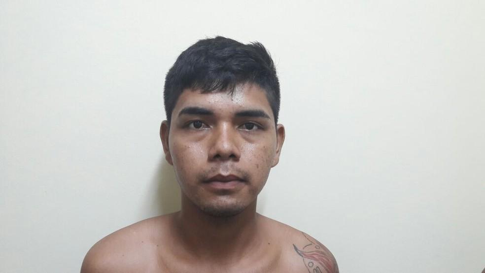 Rivaldo Josué Sousa Castro também é procurado por roubo majorado — Foto: Divulgação