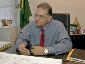 Secretário de Saúde explica que recorre à vaga zero em casos graves (Foto: Reprodução TV Morena)