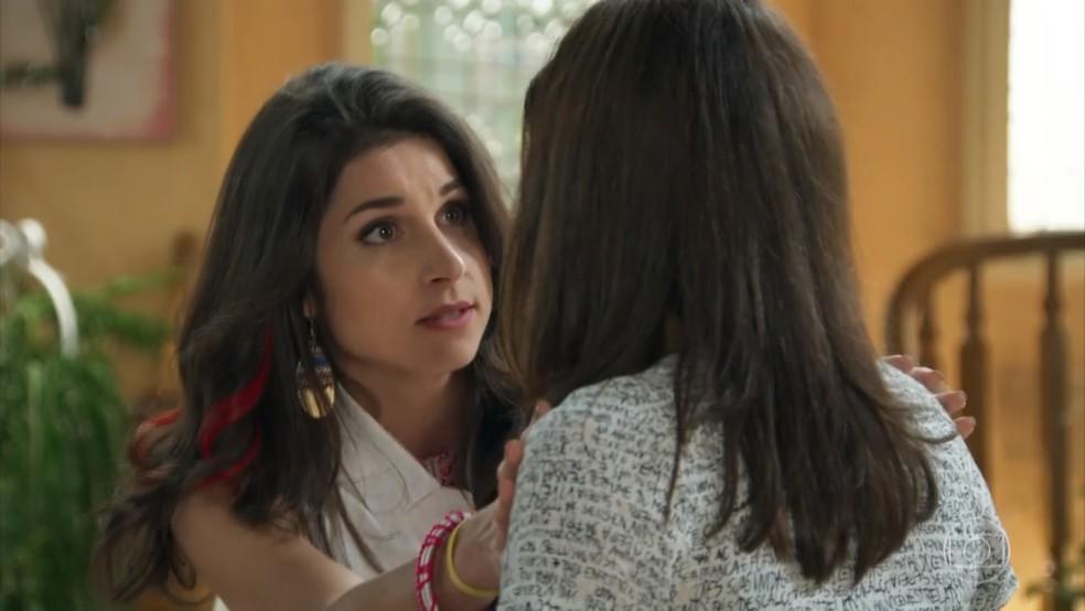 Carmela (Chandelly Braz) humilha Shirlei (Sabrina Petraglia) depois de fora de Adônis (José Loreto) - 'Haja Coração' — Foto: Globo
