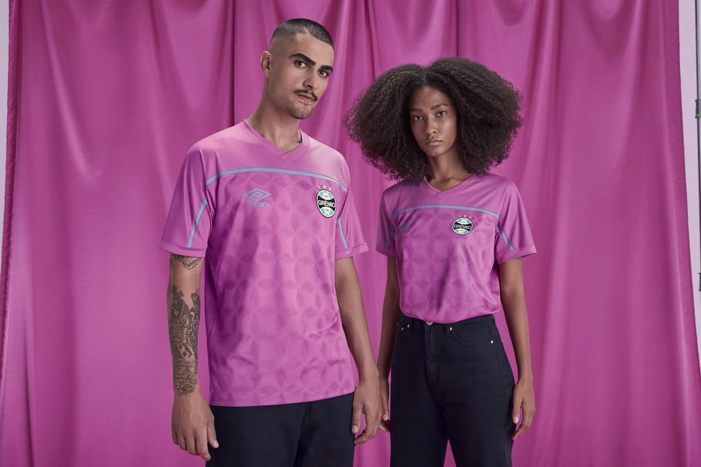Edição especial uniforme do Grêmio na campanha do Outubro Rosa — Foto: Divulgação/Umbro