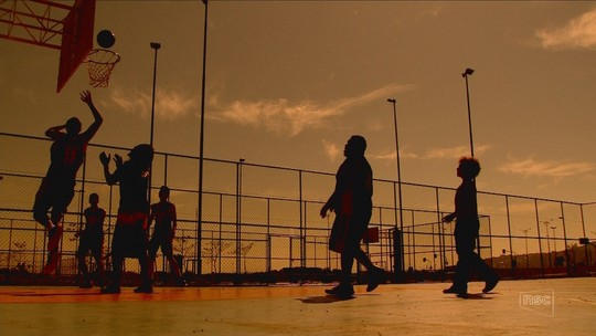 Projeto social usa basquete para inclusão social em Florianópolis