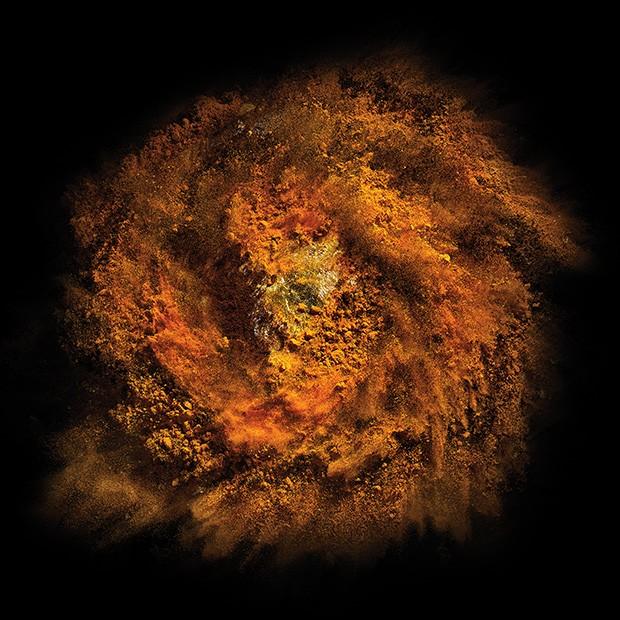 Fotografia: Fotos da série Supernova. Os alimentos utilizados em cada uma delas é um segredo do artista (Foto: divulgação)