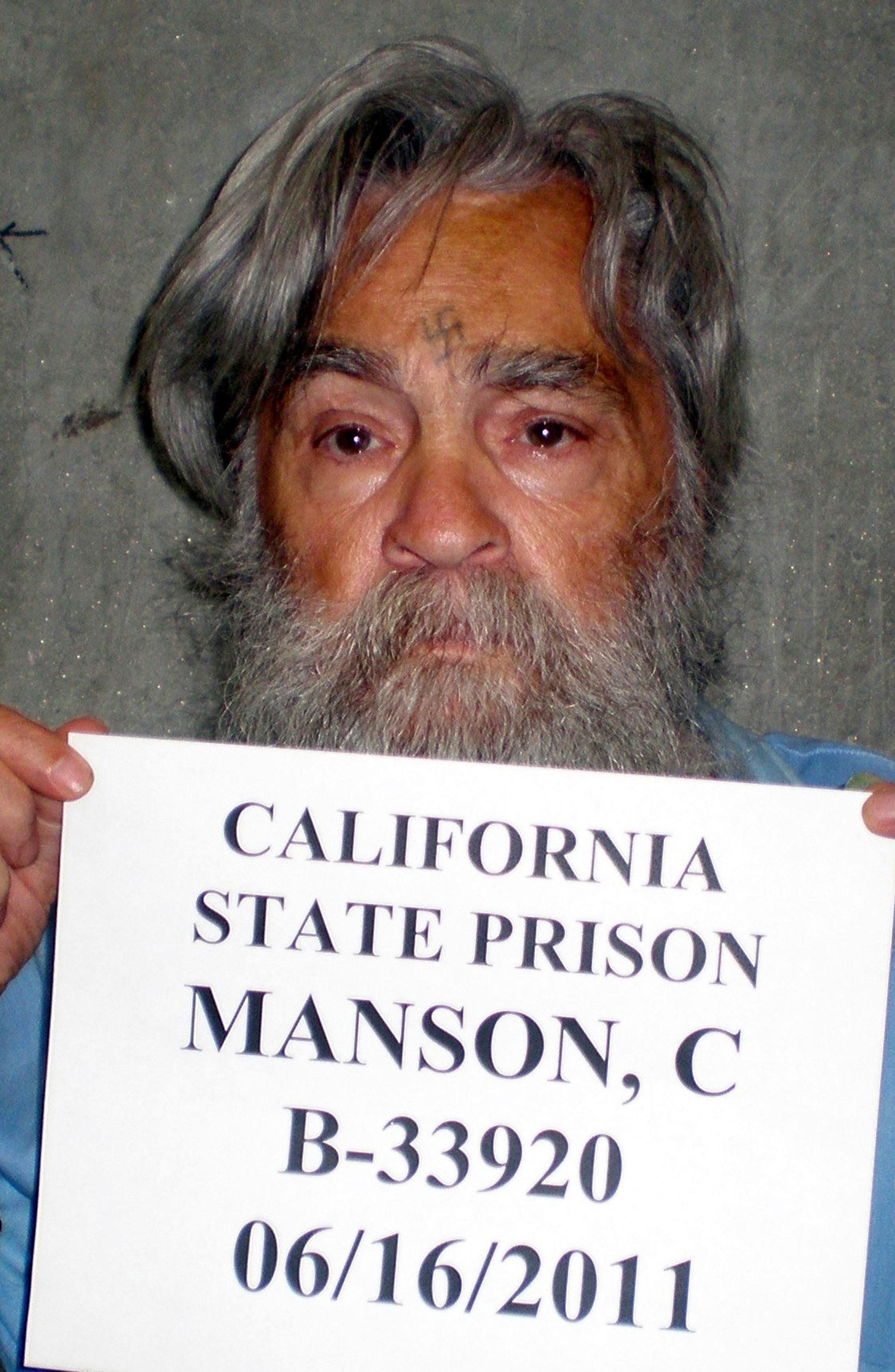 Charles Manson volta às manchetes nos EUA com legado de racismo, conspirações sobre os Beatles e sangue