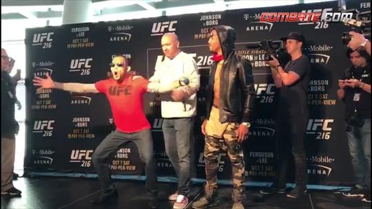 """Ferguson """"dá susto"""" em Dana White em primeiro dia de encaradas do UFC 216"""