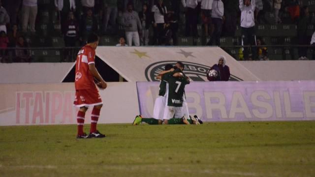 Ricardinho comemora primeiro gol da partida