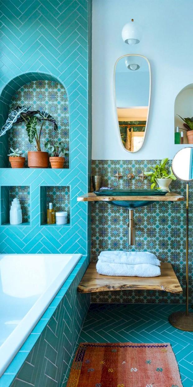 Décor do dia: mix de azulejos azuis no banheiro