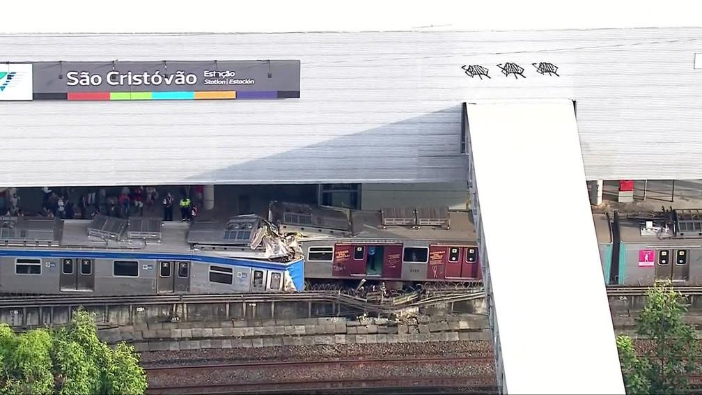 Dois trens bateram na estação de São Cristóvão — Foto: Reprodução / Globocop