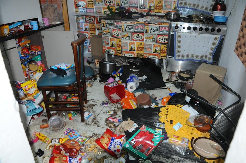 Casa onde menino era mantido acorrentado em barril foi invadida e vandalizada por vizinhos, em Campinas (SP) — Foto: Wagner Souza/Futura Press/Futura Press/Estadão Conteúdo