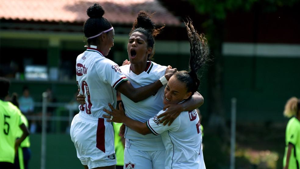 Vilmara comemora gol em Fluminense x Barcelona pelo Carioca feminino — Foto: Mailson Santana FFC