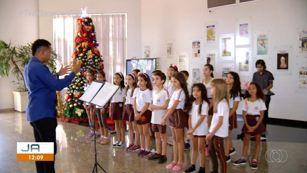 Crianças se apresentam em reunião de lançamento do Canto Coral 2019 — Foto: Reprodução/TV Anhanguera