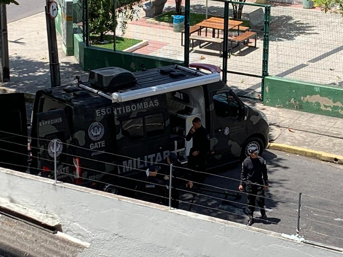 Suspeita de explosivo no Centro de Fortaleza mobiliza Esquadrão Antibombas da Polícia Militar - G1
