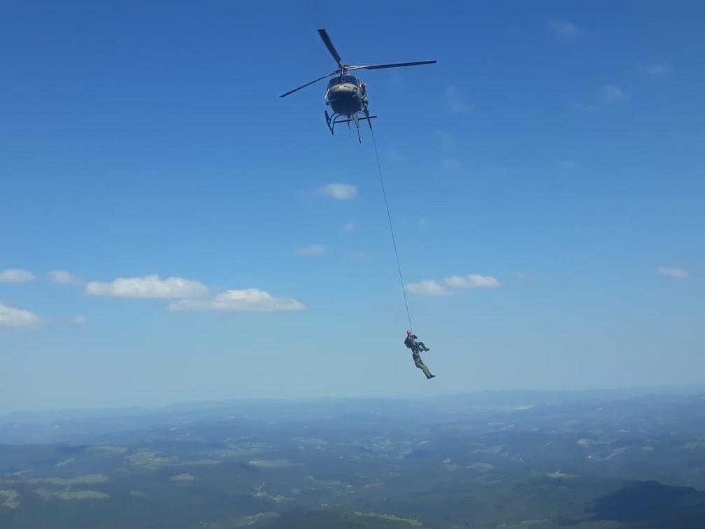 Socorristas precisaram utilizar a técnica McGuire — Foto: Polícia Militar/Divulgação