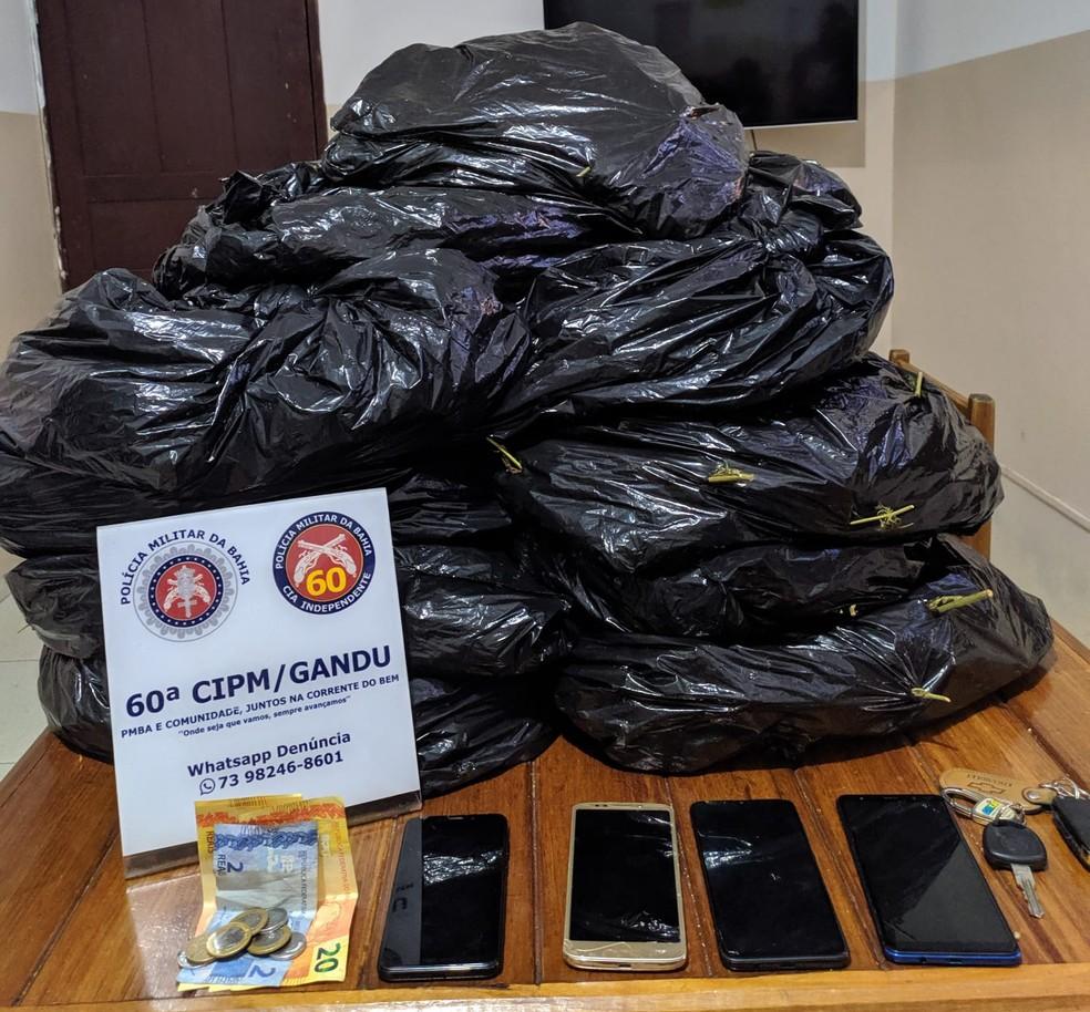 Polícia prende quatro homens que transportavam droga para Itabuna — Foto: Divulgação/Polícia Militar