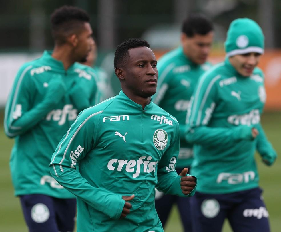 Iván Angulo tem 20 anos e está sem espaço no elenco palmeirense — Foto: Cesar Greco/Ag. Palmeiras
