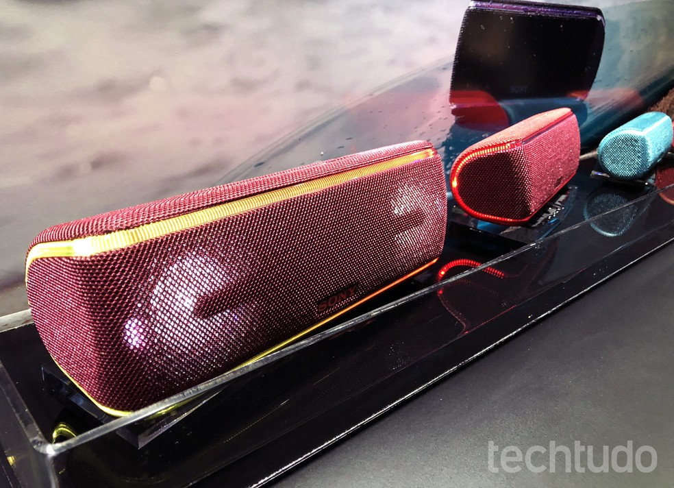 Sony SRS-XB21, 31 e 41: conheça caixas de som Bluetooth à prova d'água (Foto: Anna Kellen Bull/TechTudo)