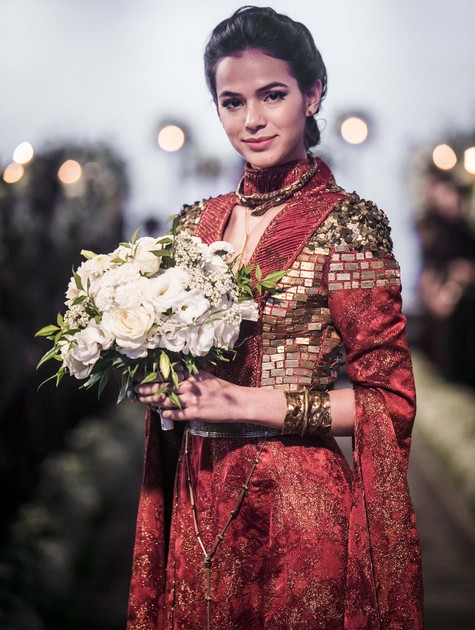 Bruna Marquezine vestida de noiva para cena de 'Deus salve o rei' (Foto: Rede Globo / João Miguel)