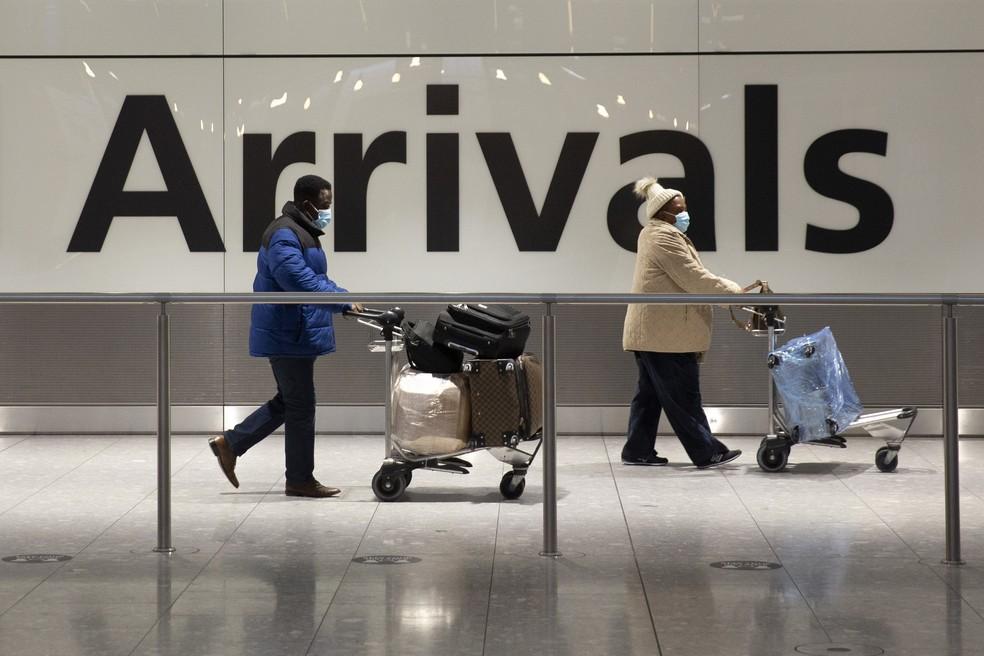 Aeroporto internacional de Londres em foto de 26 de janeiro de 2021 — Foto: Matt Dunham/AP