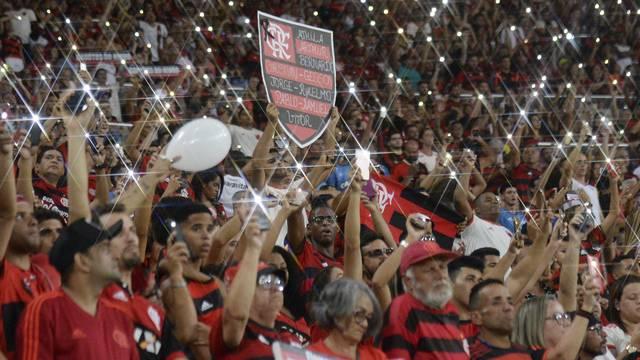 Torcida do Flamengo faz homenagem