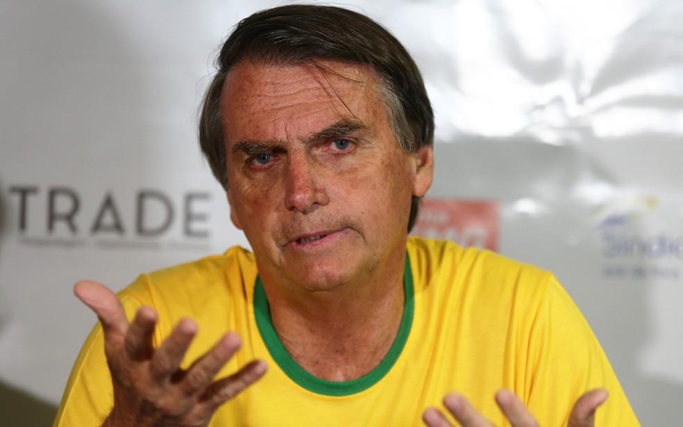 O candidato do PSL à Presidência da República, Jair Bolsonaro, durante evento em Minas Gerais  — Foto: Fábio Motta/Estadão Conteúdo