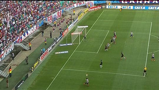 """Autor do gol, Alison chora, se declara ao rival e relembra """"pesadelo"""" na Bahia"""