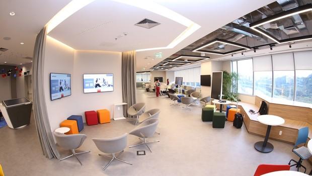 O centro conta com espaço para coworking, café e laboratórios de homecare e personal care.  (Foto: Divulgação)
