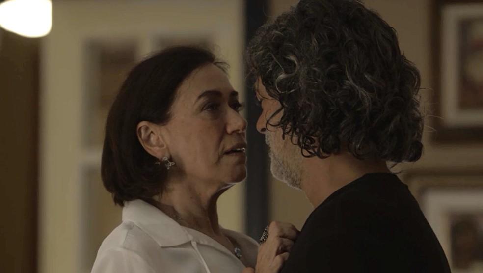 Valentina (Lilia Cabral) aceita ajuda de Murilo (Eduardo Moscovis) na luta contra Olavo (Tony Ramos), na novela das 9 'O Sétimo Guardião' — Foto: TV Globo