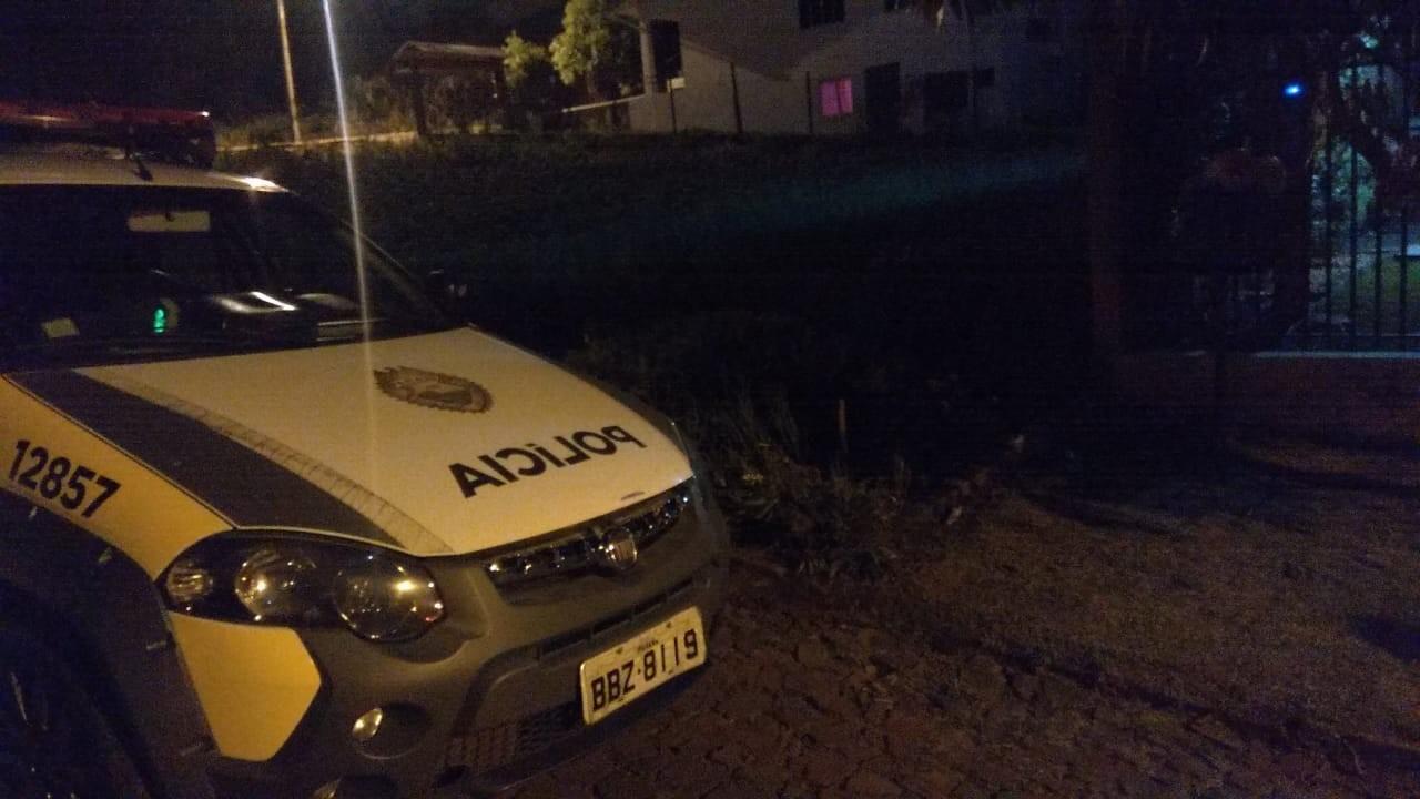 Amigos de pai e mãe de bebê deixado em hospital no Paraná inventaram ter encontrado menino porque casal não queria a criança, diz polícia