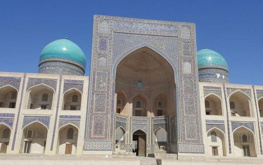 Uzbequistão conta com um grande número de mesquitas e santuários bem preservados — Foto: BBC
