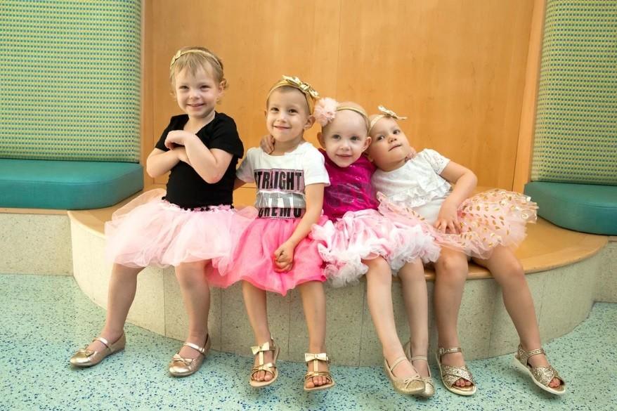 McKinley, Chloe, Lauren e Ava em 2016, quando estavam em tratamento (Foto: Cortesia John Hopkins All Children's Hospital)
