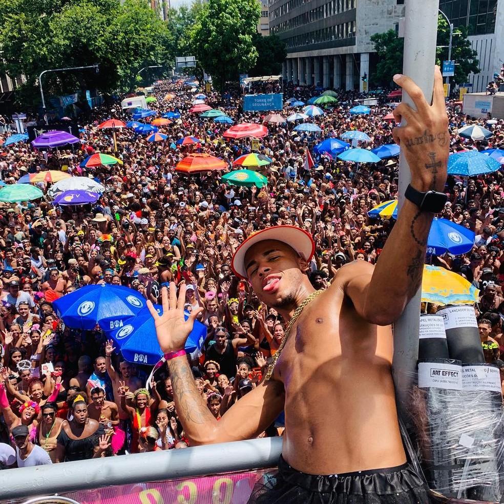 No carnaval, Rennan marcou presença no bloco da cantora Ludmilla — Foto: Reprodução/Instagram