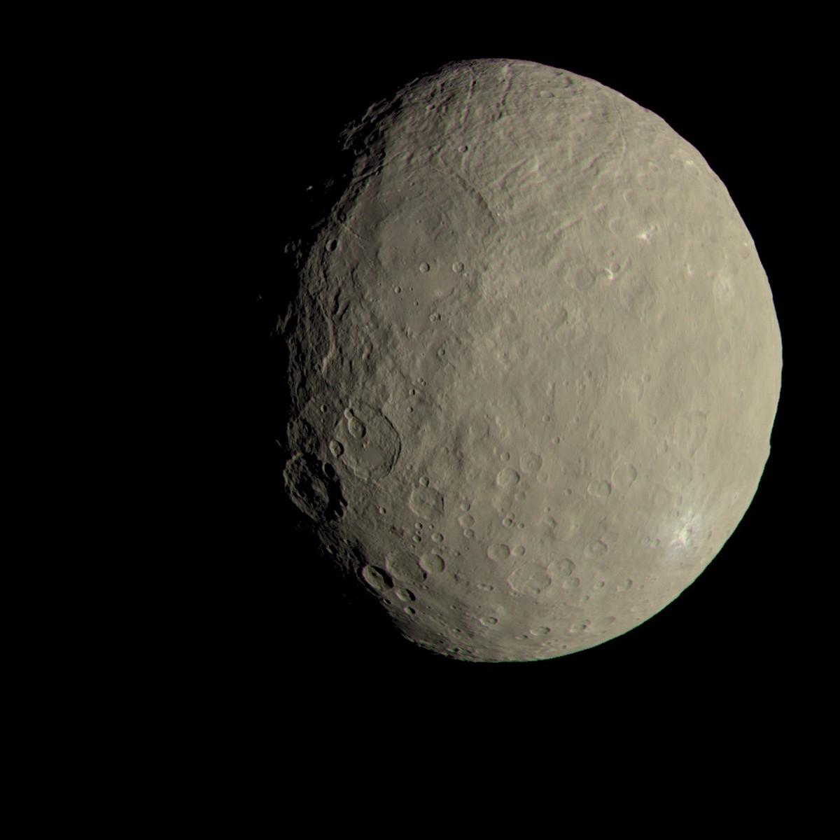 Nave especial da Nasa detecta material orgânico no planeta anão Ceres