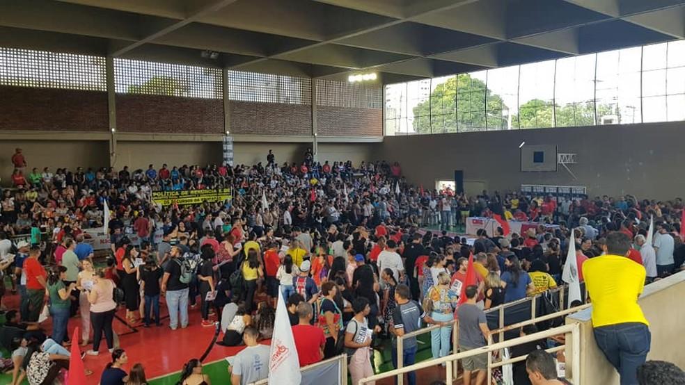 Após assembleia, servidores da educação decidem manter greve em MT — Foto: Sintep-MT