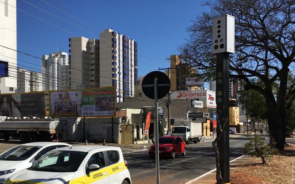 Fotossensores fiscalizam vários tipos de infrações nas ruas de Goiânia (Foto: Reprodução/TV Anhanguera)
