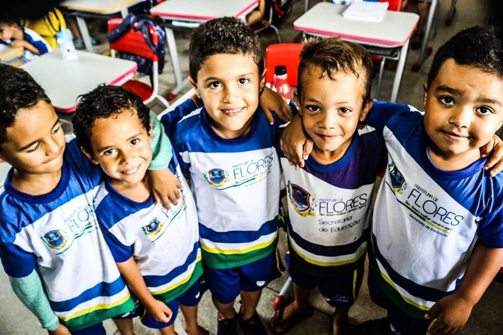 Com aulas suspensas, os alunos da rede municipal de Flores vão receber a merenda em casa — Foto: Prefeitura de Flores/Divulgação