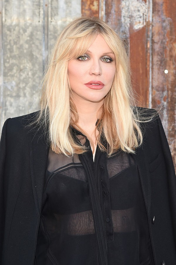 NEW YORK, NY - SEPTEMBER 11:  Singer/songwriter Courtney Love attends the Givenchy fashion show during Spring 2016 New York Fashion Week at Pier 26 at Hudson River Park on September 11, 2015 in New York City.  (Photo by Michael Loccisano/Getty Images) (Foto: Getty Images)