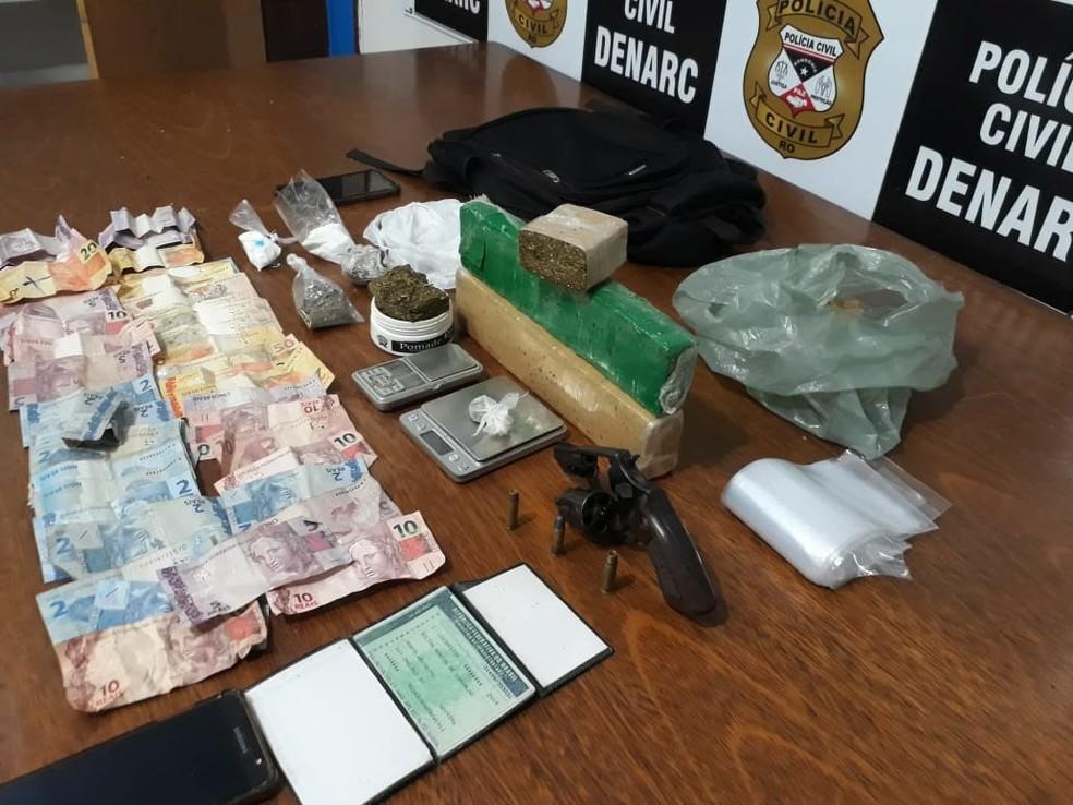 Arma de fogo e balanças também foram apreendidas no falso salão de beleza em Porto Velho — Foto: Divulgação/Polícia Civil