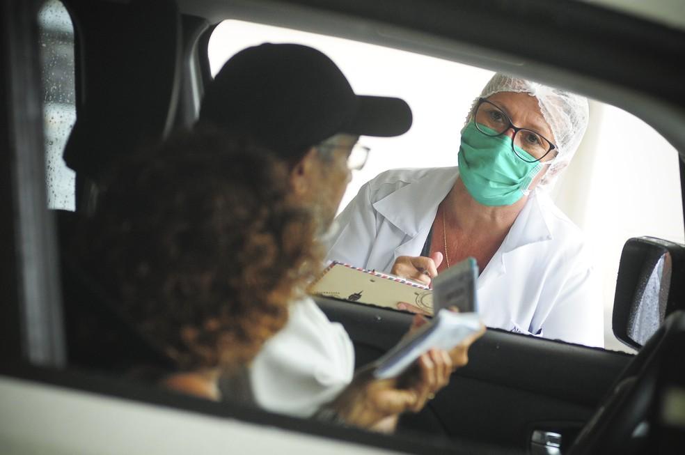 Drive-thru de testes rápido serão realizados nesta terça-feira, no DF — Foto: Breno Esaki/Agência Saúde