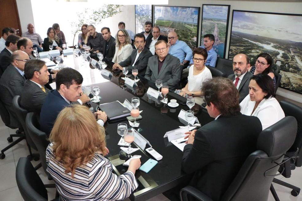 Equipes da atual e da futura administração estadual tiveram primeira reunião nesta terça-feira (6) — Foto: Rayane Mainara/Governo do RN