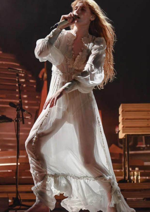 Florence vestiu Gucci para o show (Foto: Getty Images)