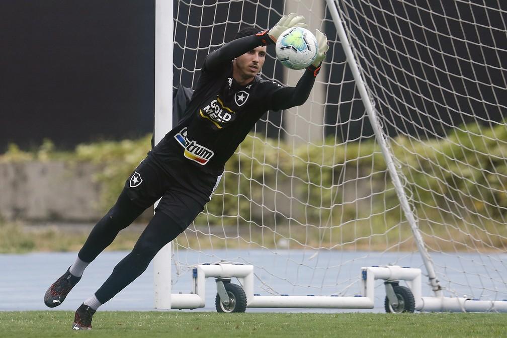 Gatito trabalha para voltar a jogar pelo Botafogo — Foto: Vitor Silva/Botafogo