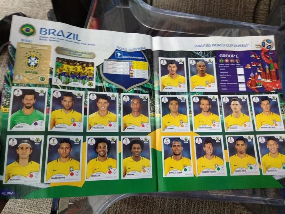 Os 18 jogadores do Brasil no álbum de figurinhas da Copa do Mundo (Foto: Cassio Barco)