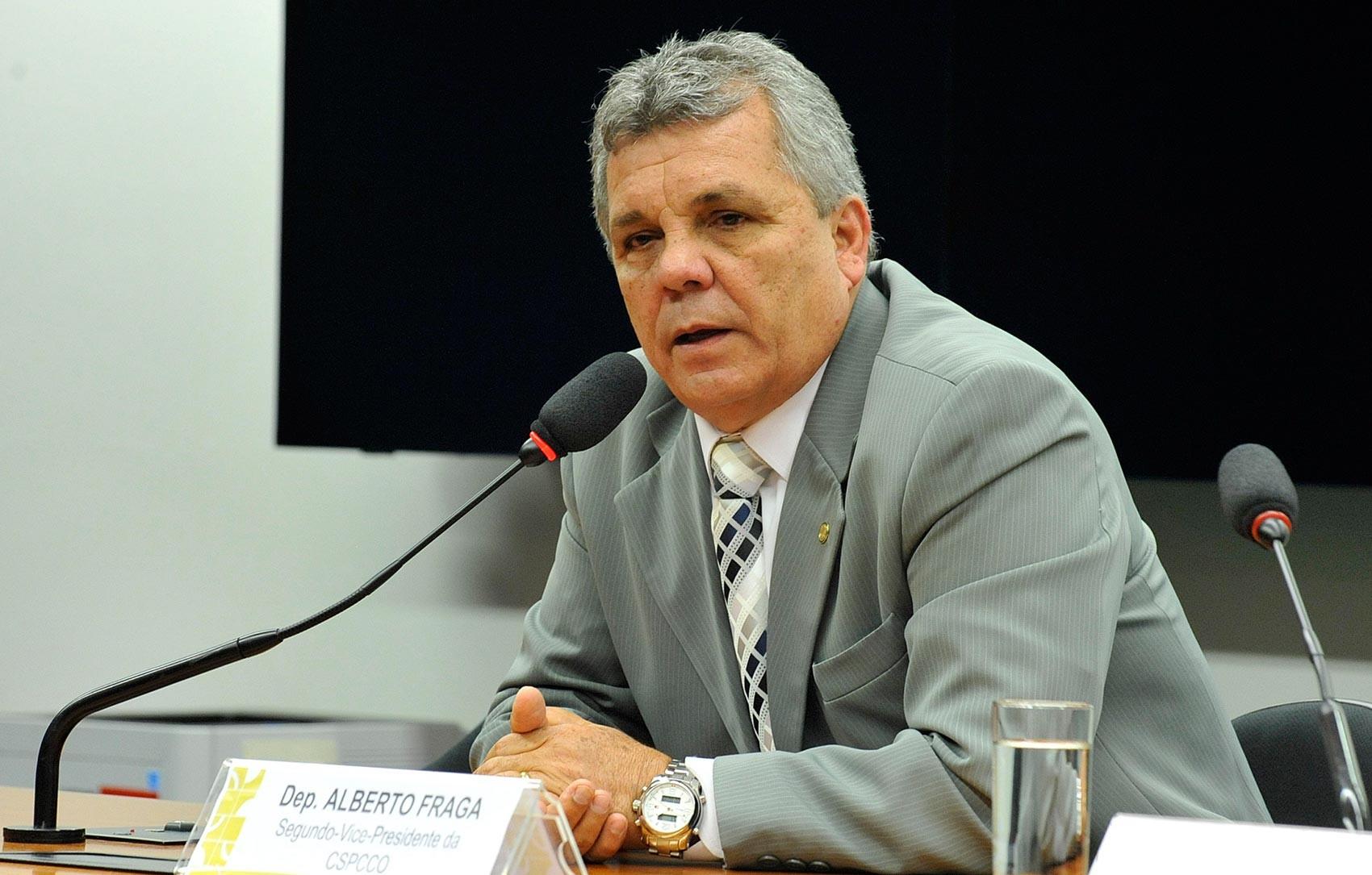 Após divulgar fake news sobre Marielle, deputado Alberto Fraga suspende redes sociais