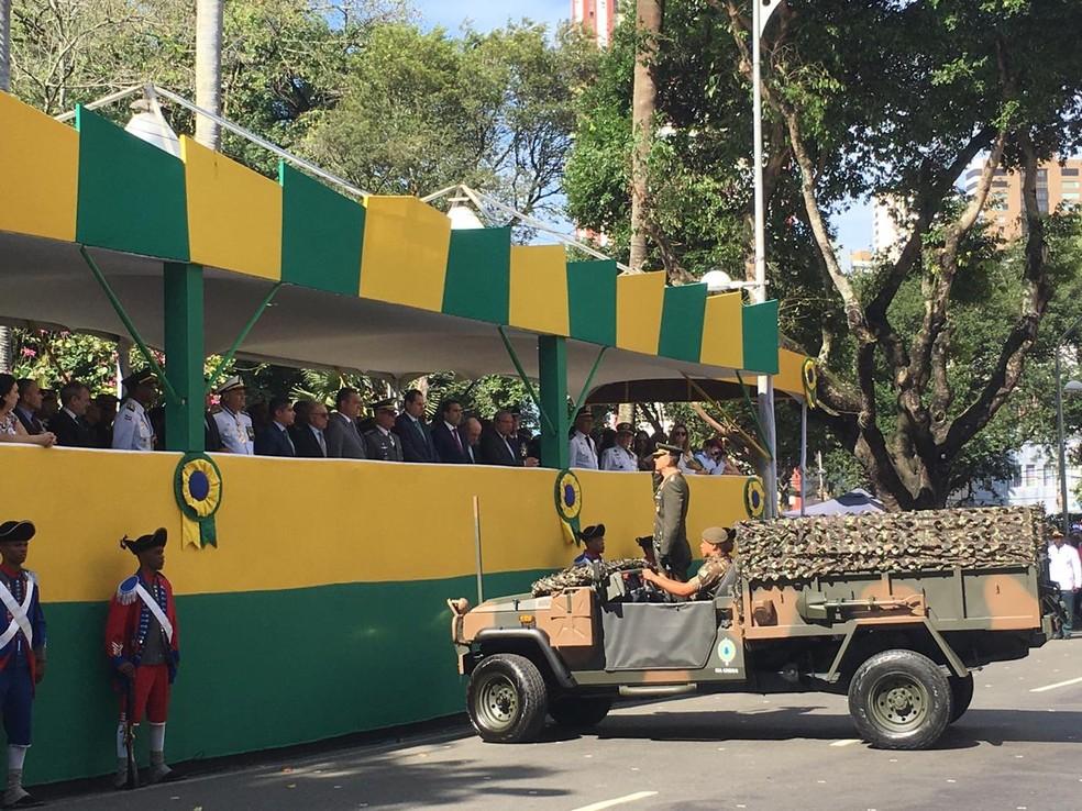 Exército durante o desfile, em Salvador, em comemoração aos 197 aos da Independência do Brasil — Foto: João Souza/ G1